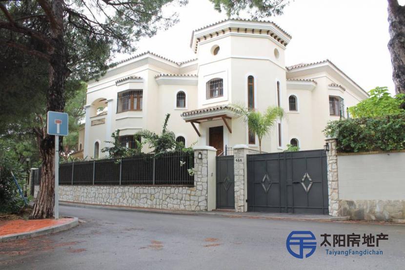 销售位于Marbella (马拉加省)的郊外别墅