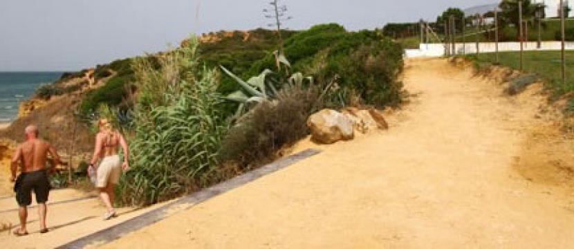 位于西班牙CONIL海滩第一线的住宅