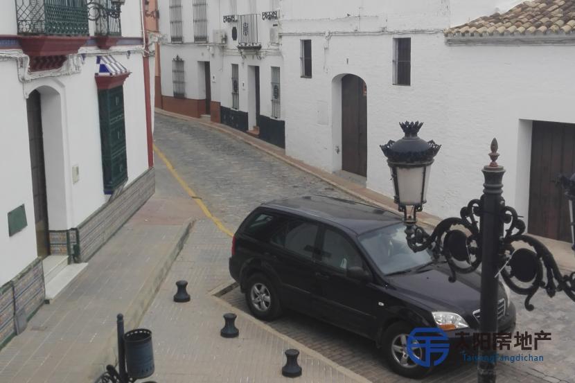销售位于Carrion De Los Cespedes (塞维利亚省)市中心的独立房子