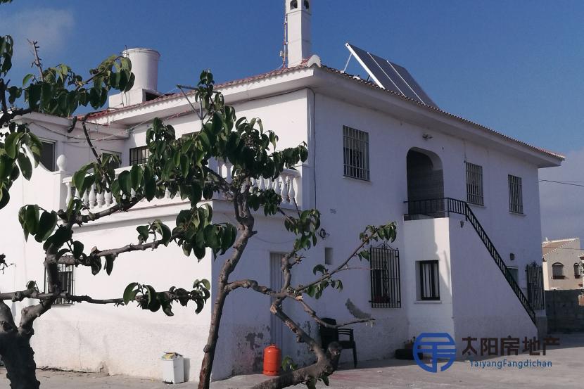 销售位于Torrox-Costa (马拉加省)市中心的别墅