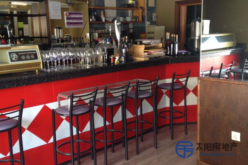 Vendo Obrador de.pastelería con despacho y un bar con otro despacho