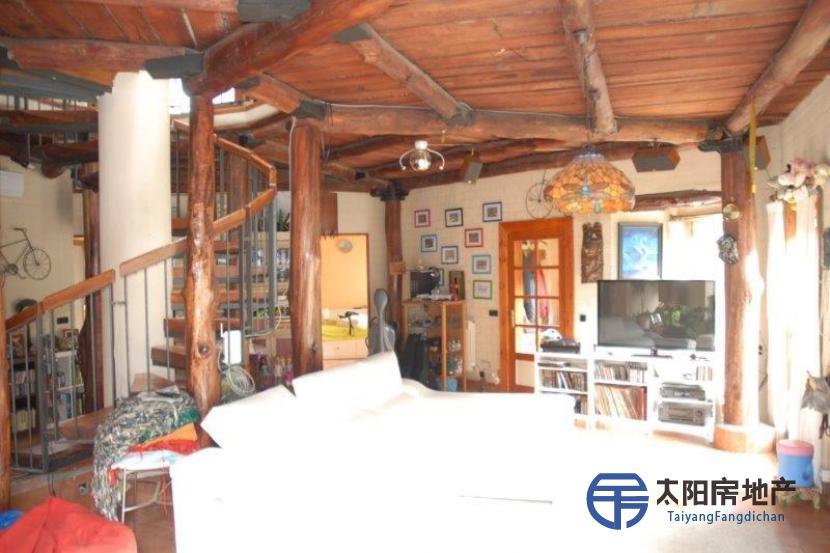 销售位于Oza Dos Rios (阿科鲁尼亚省)市外的别墅