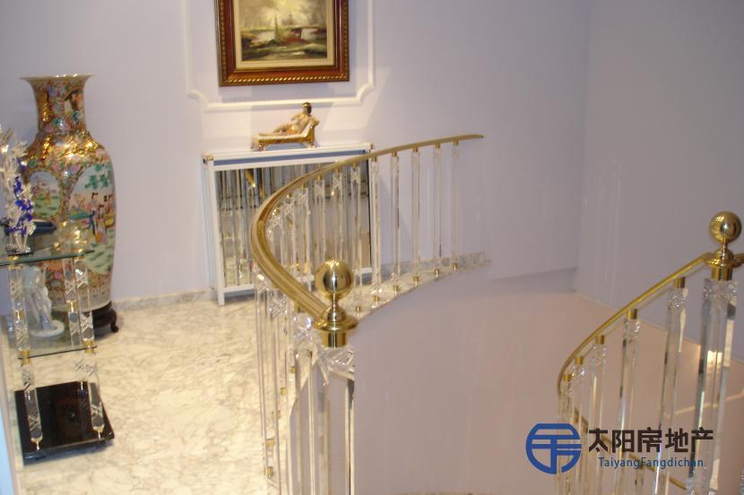 销售位于Colmenar De Oreja (马德里省)市中心的别墅