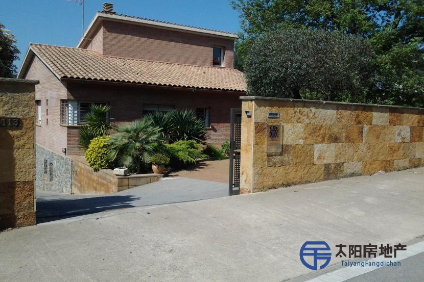 销售位于Lliça D´Amunt (巴塞罗那省)的别墅