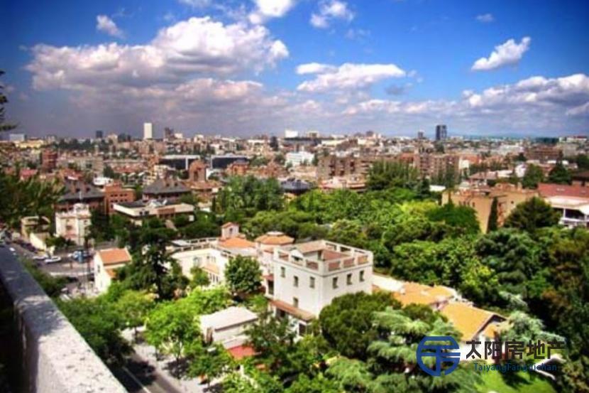 马德里拥有无敌景观复式楼