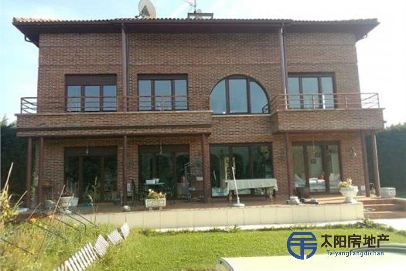 销售位于Castrillo Del Val (布尔戈斯省)市外的别墅
