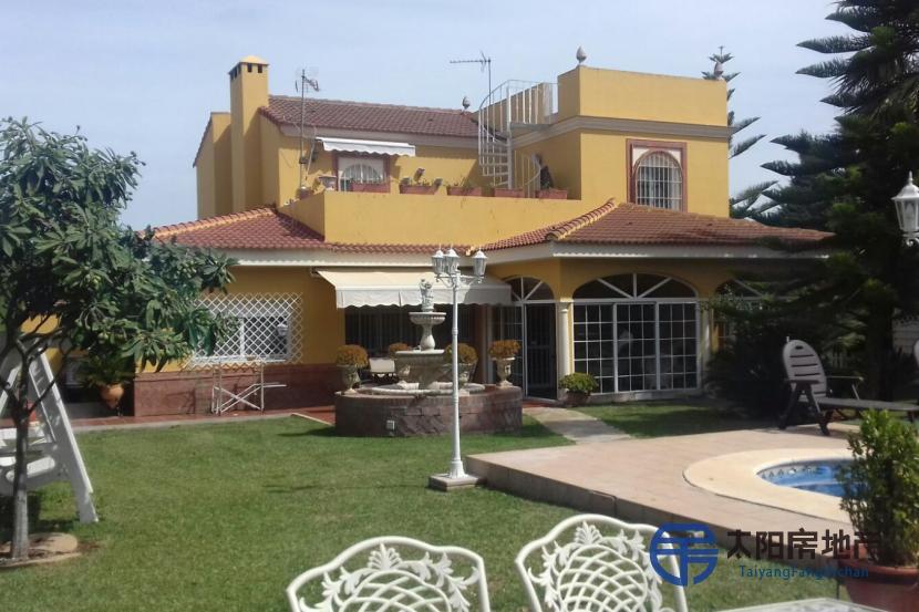 销售位于Dos Hermanas (塞维利亚省)的别墅