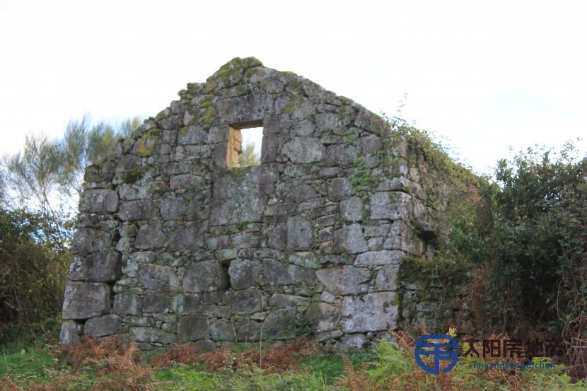 Finca edificable con construccion de piedra para restaurar