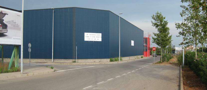 大型仓库非常适合贸易,离Salera-Castellon 公路很近