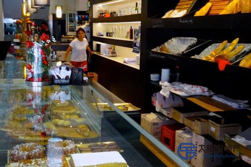 Vendo pasteleria con Cafeteria en el centro de  gran rentabilidad