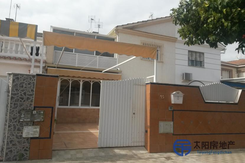 销售位于Sevilla (塞维利亚省)的独立房子