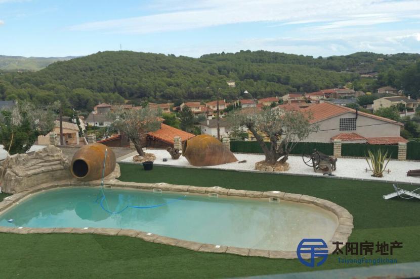 Preciosa masía catalana vistas al valle del Penedes