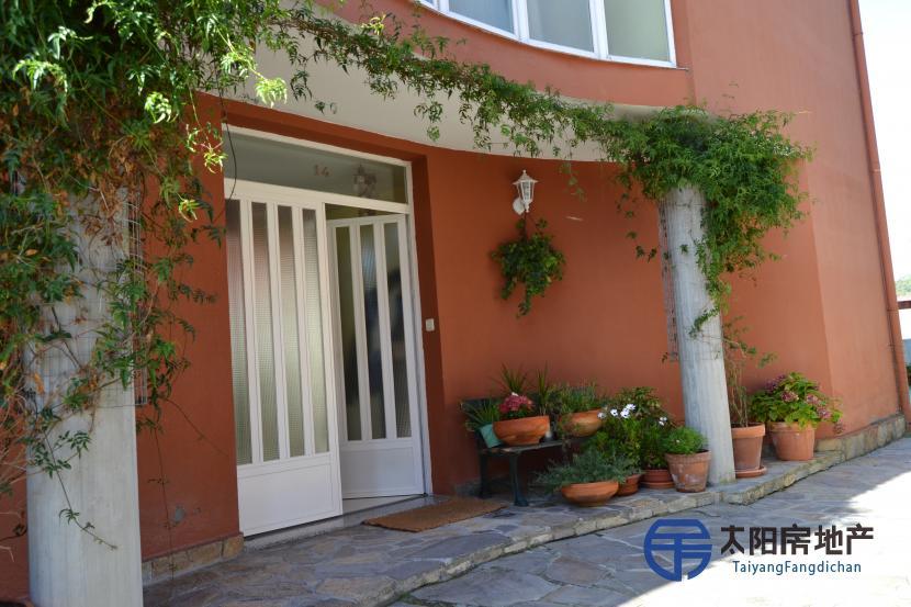 出售位于Paderne (拉科鲁尼亚省) 市外的别墅
