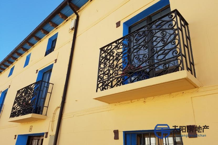 出售位于Almenar (索里亚省)市中心的独立房子