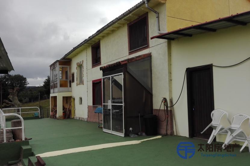 销售位于Tabladiello (Llanera) (阿斯图里亚斯省)市外的独立房子