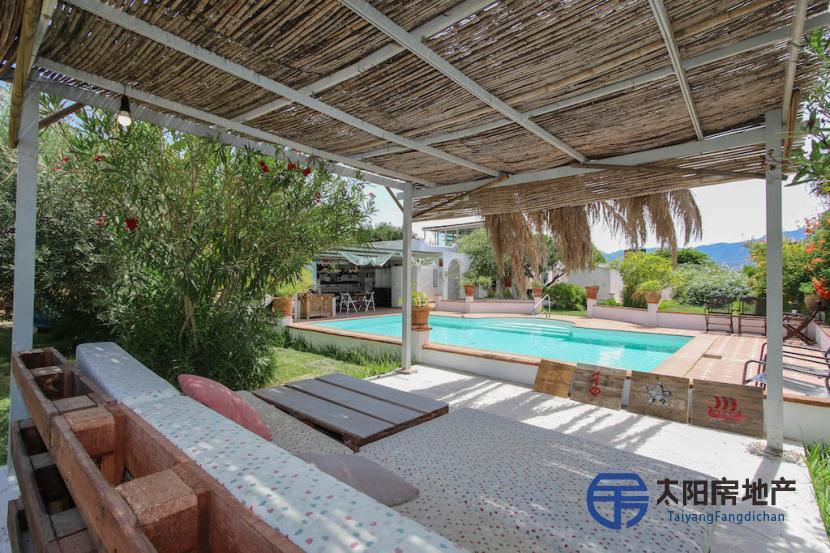 出售位于Alhaurin El Grande (马拉加省)市外的郊外别墅