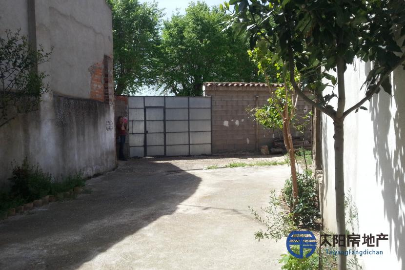 出售位于Humanes De Mohernando (瓜达拉哈拉省)市中心的独立房子