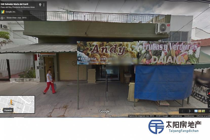 三家商店和五个部门都在这栋楼内