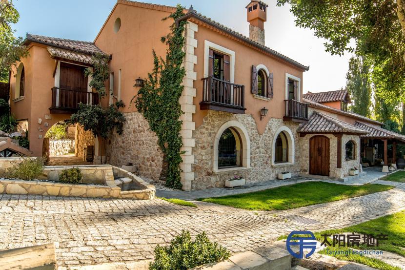 出售位于Carabaña (马德里省)市外的郊外别墅