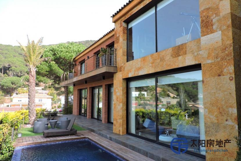 出售位于Cabrils (巴塞罗那省)的郊外别墅