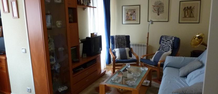 公寓位于住宅小区,历史悠久的城市和绿化区