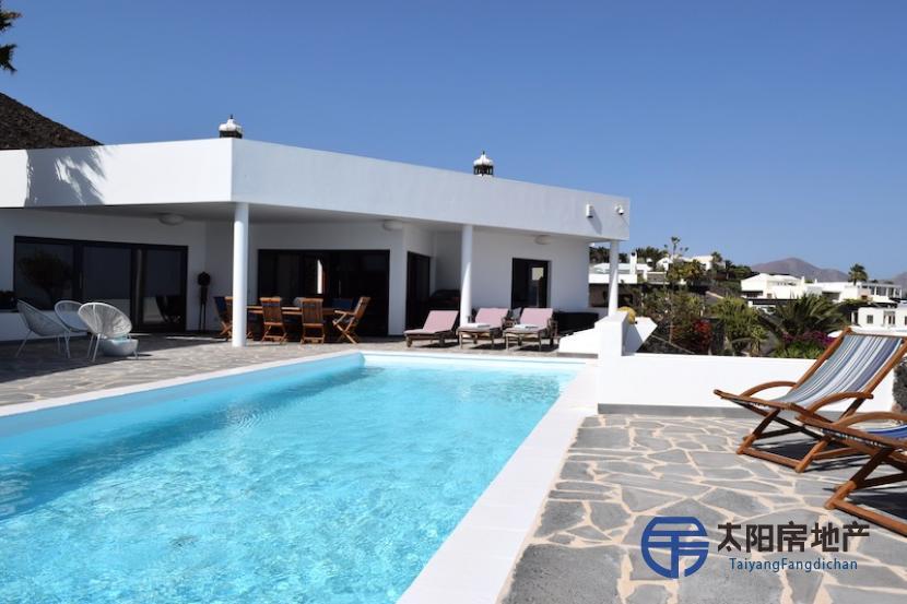 出售位于Playa Blanca (Yaiza) (加那利岛拉斯帕尔马省)市外的郊外别墅