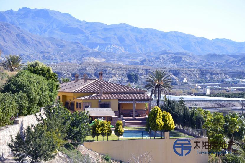 Villa en Alquiler en Gador (Almería)