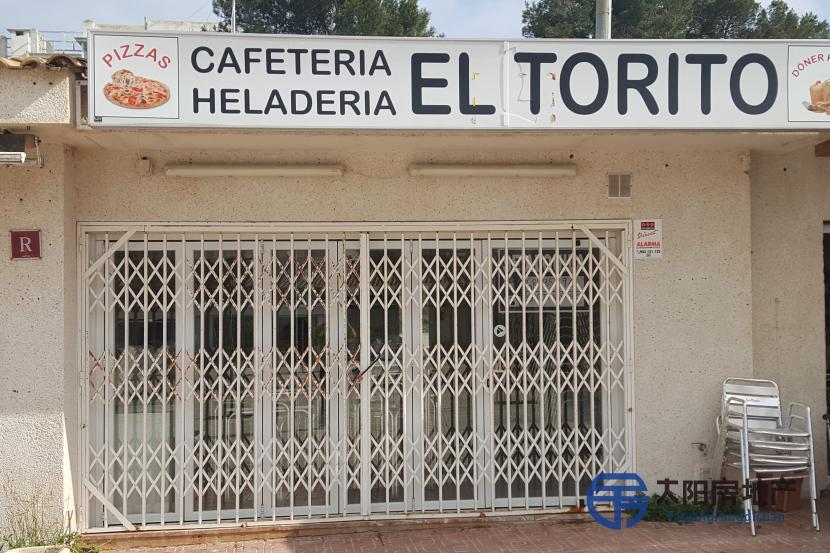 Cafeteria zona turistica cerca del mar.