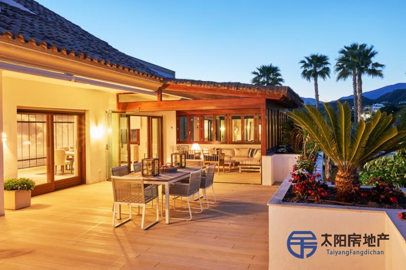 出售位于Marbella (马拉加省)的复式公寓