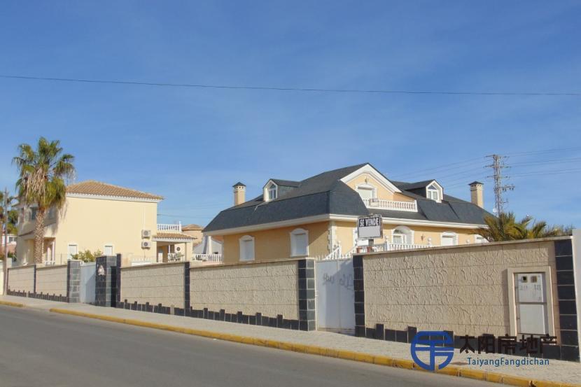 出售位于Rojales (阿里坎特省)市中心的郊外别墅