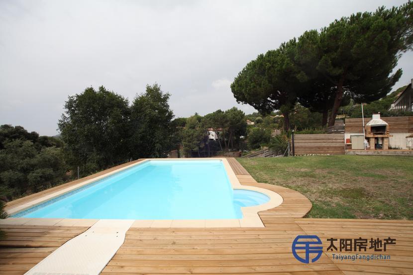 出售位于Cabrils (巴塞罗那省)市外的独立房子