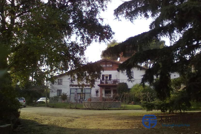 出售位于Cabrils (巴塞罗那省)市中心的郊外别墅