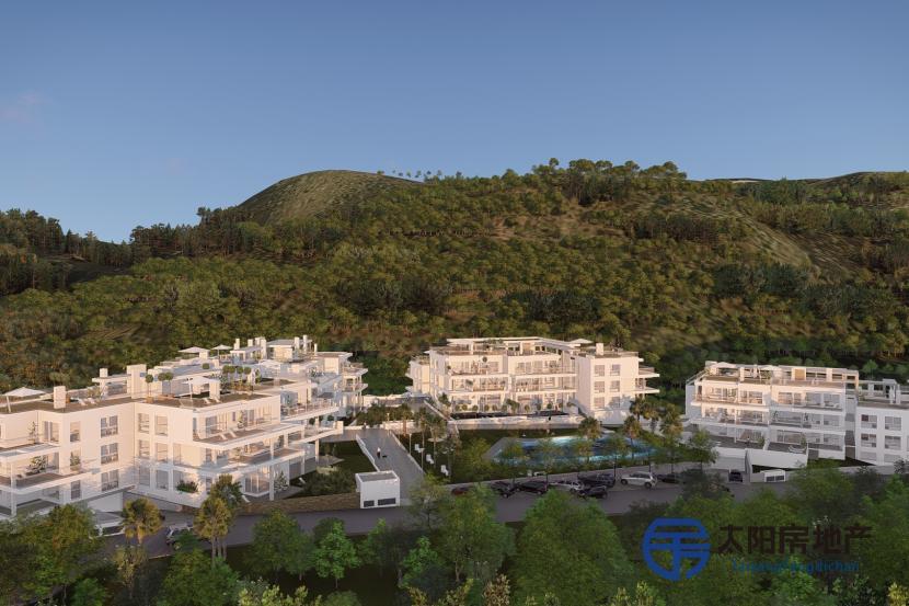 出售位于Benahavis (马拉加省)市中心的复式公寓