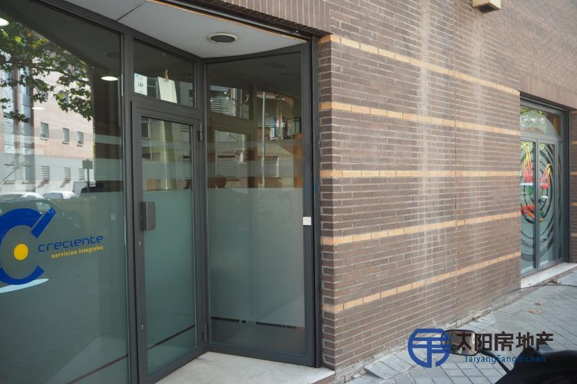 148m2 office in the city centre of Madrid with 4 years guaranteed rent by the owners.