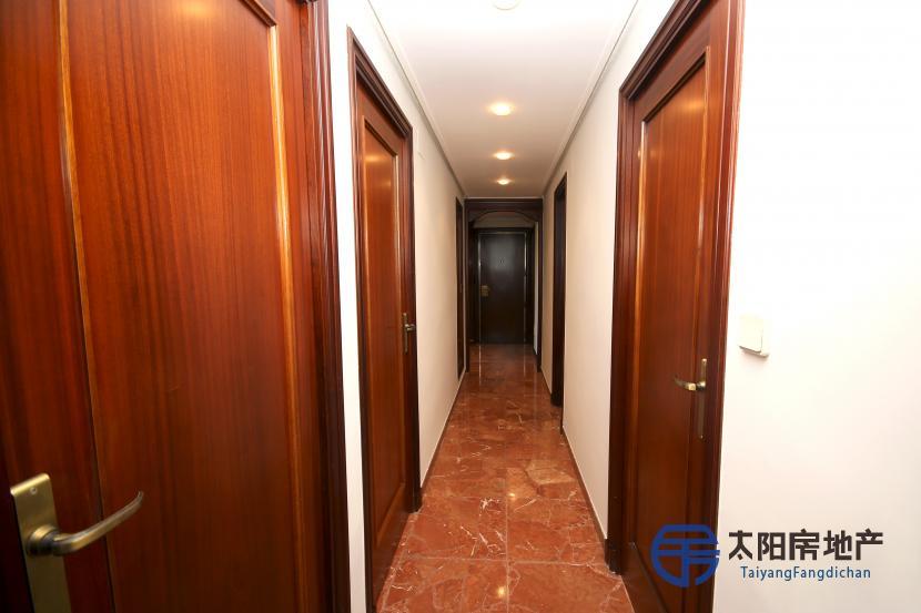 出售位于Zaragoza (萨拉戈萨省)市中心的公寓