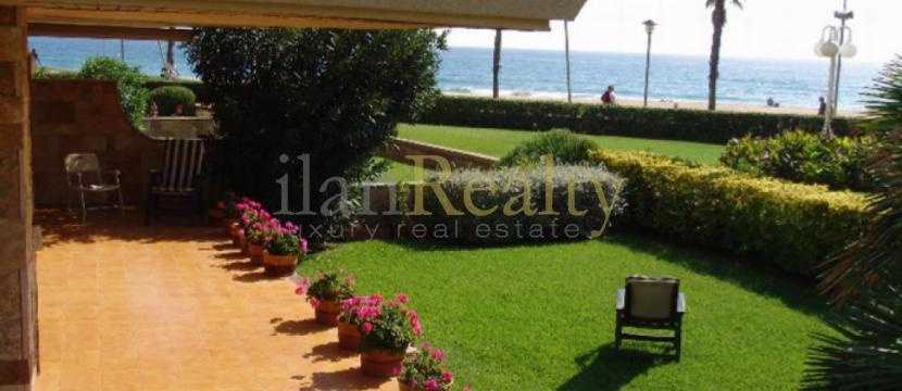 位于Sant Antoni de Calonge海滩附近的美丽公寓。