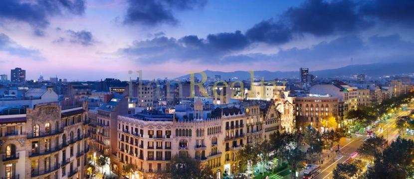 位于巴塞罗那中心的独特建筑出售。绝佳的投资机会。