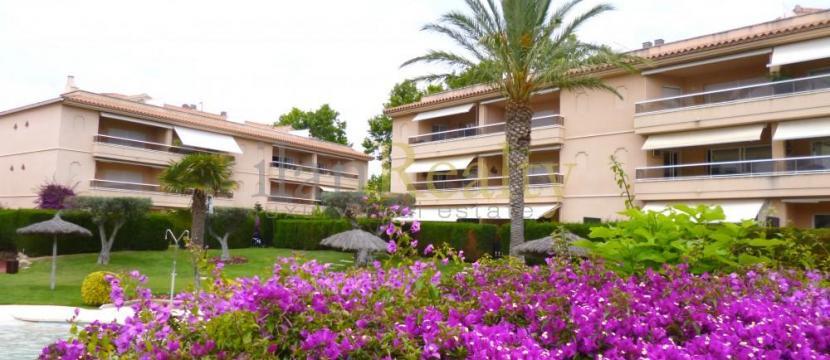 位于S'Agaro, 距离海滩很近的采光极佳别墅出售。