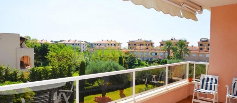 位于S'Agaró海滩旁边的壮丽阁楼-复式公寓。