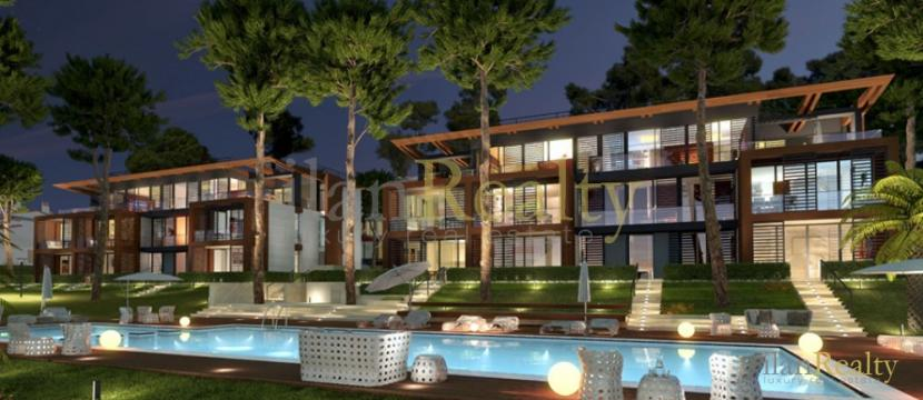 位于Playa de Aro市, 在海滩旁边的豪华公寓出售。