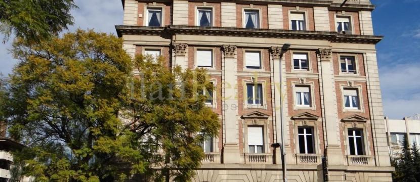 位于Pedralbes的巴塞罗那的优雅物业出售。