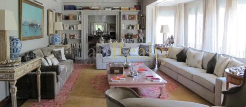 位于巴塞罗那的Turó Parc区的优雅住宅。