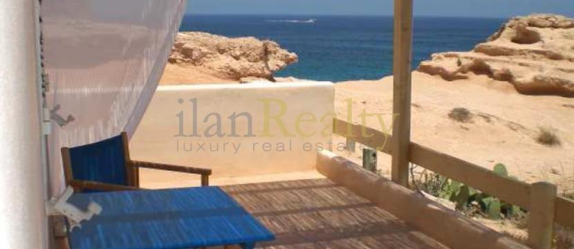 位于Ibiza的Formentera,在海滩旁边的别墅