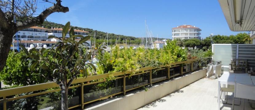 位于Platja d'Aro的著名Náutic Palace建筑的优雅公寓