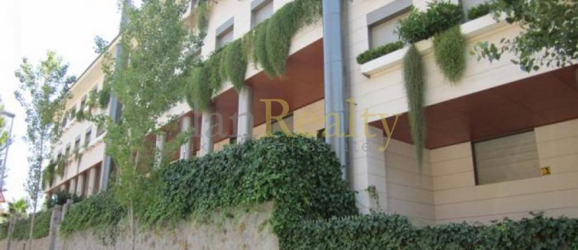 位于巴塞罗那的最高地区的3间和4间卧室的公寓
