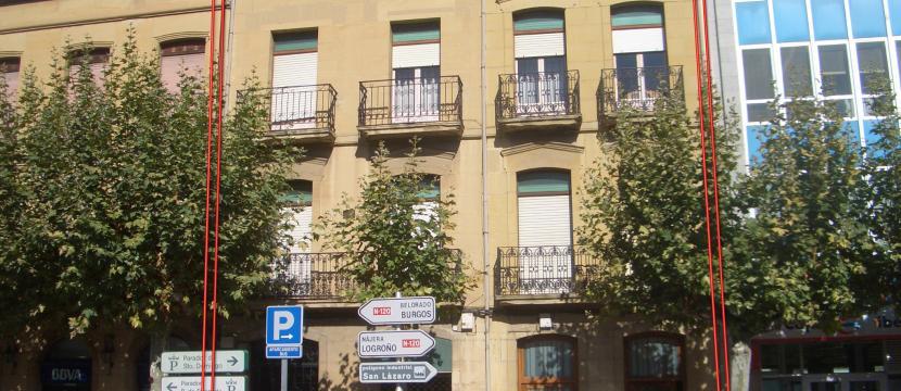 建筑位于La Rioja省Logroño市的Santo Domingo de la Calzada市中心