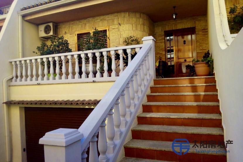 出售位于Torrent (瓦伦西亚省)市中心的别墅