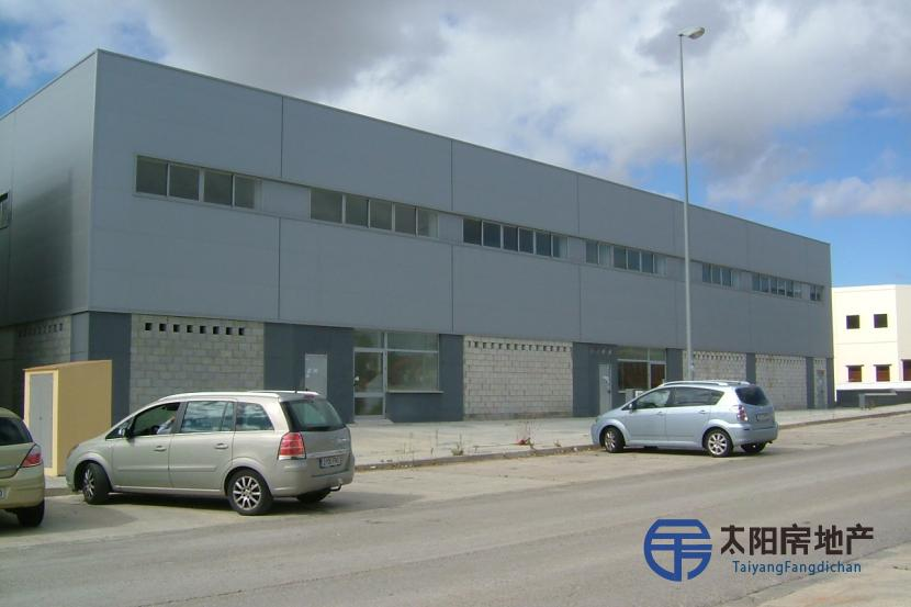 宏伟的工业建筑,位于韦尔...