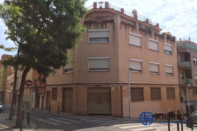 出售位于Santa Coloma De Gramenet (巴塞罗那省)市中心的大楼