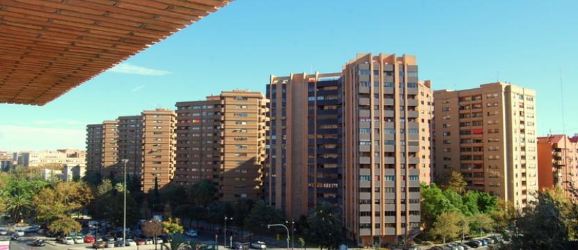 位于Valencia的Aragón大街的豪华公寓